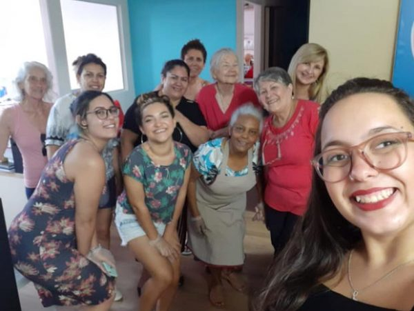 Voluntárias e a diretora Ana (frente) - Foto: divulgação