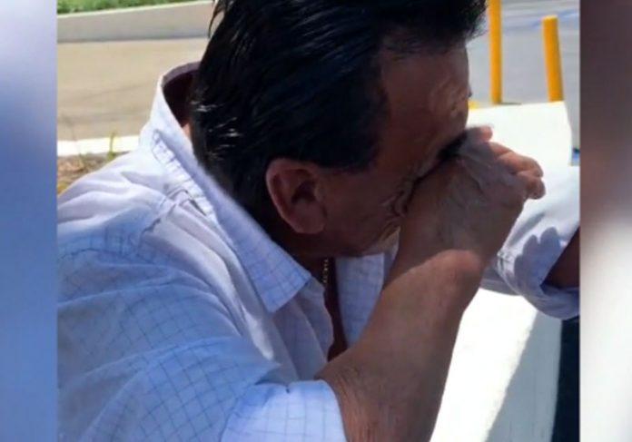 Don Joel se emociona - Foto: reprodução / Fox7