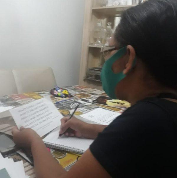 Maria estudando na quarentena - Foto: Gláucia Carvalhaes/Arquivo pessoal