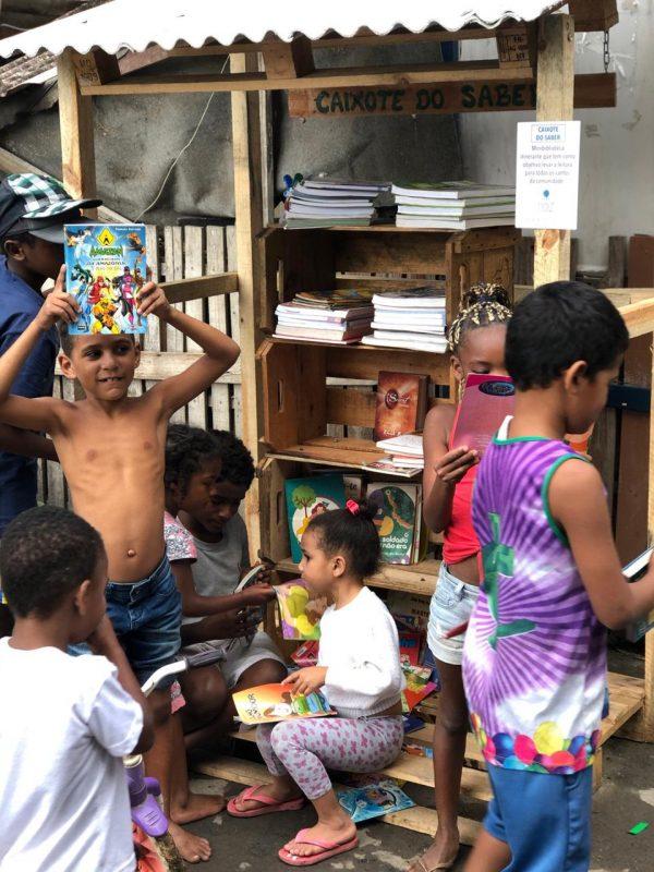 Crianças nos Caixotes do Saber - Foto: André Melo