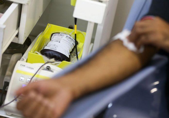 Homem doando sangue - Foto: Marcelo Camargo/Agência Brasil