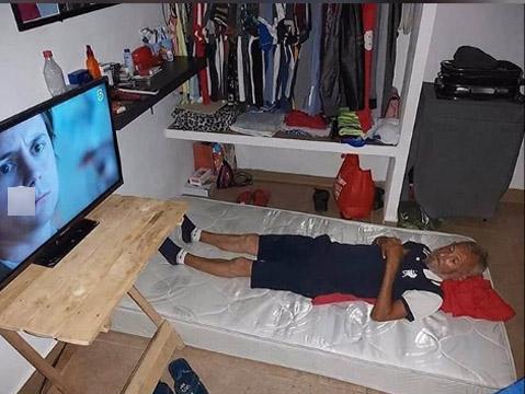 Seu José na casa nova - Foto: reprodução / Facebook