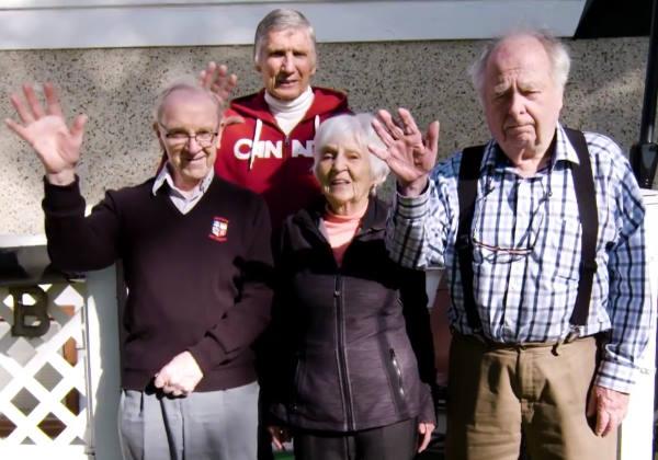 Os amigos aposentados ajudam Bob Foto: Facebook