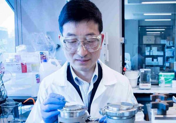 O professor Huanting Wang, principal autor da pesquisa , do departamento de Engenharia Química da Monash University, Austrália