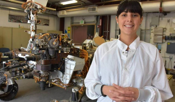 Diana ao lado do robô Curiosity Foto: Divulgação