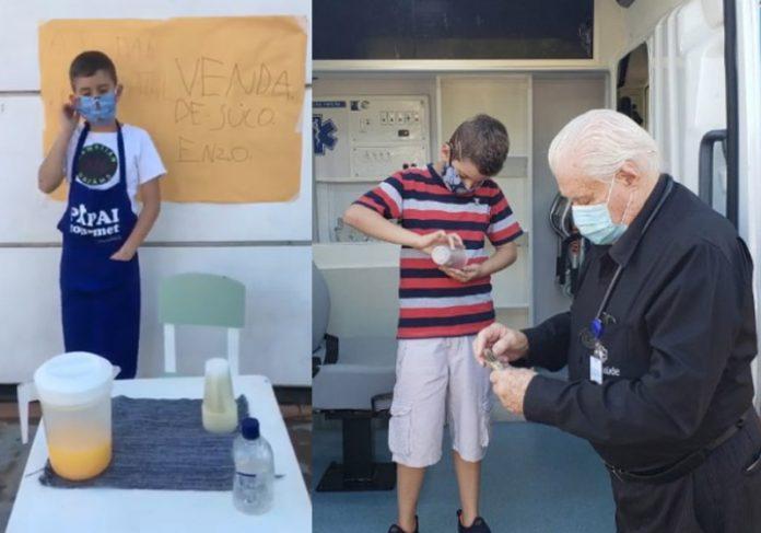 Enzo com o suco e entregando o dinheiro - Fotos: reprodução / Facebook