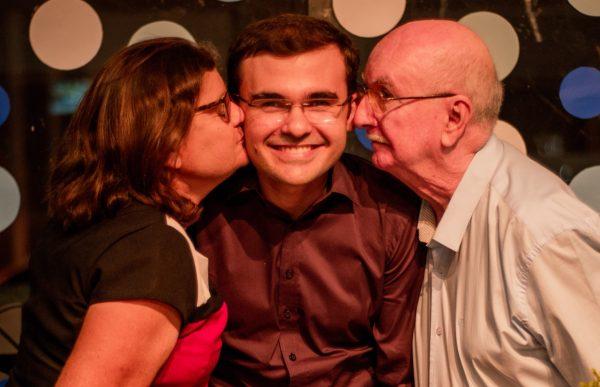 João Paulo e os pais - Foto: arquivo pessoal