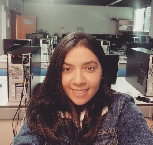 Jéssica na aula de Biocomputação na Espanha - Foto: arquivo pessoal