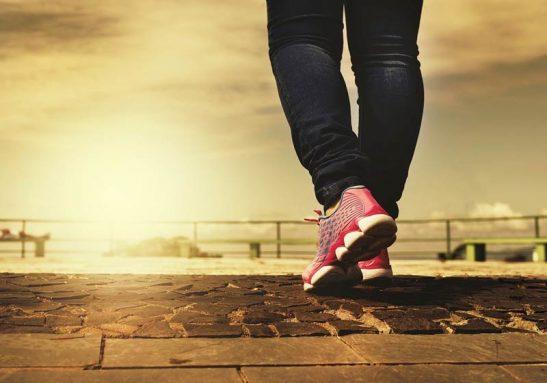 Caminhar melhora o humor - Foto: Pixabay
