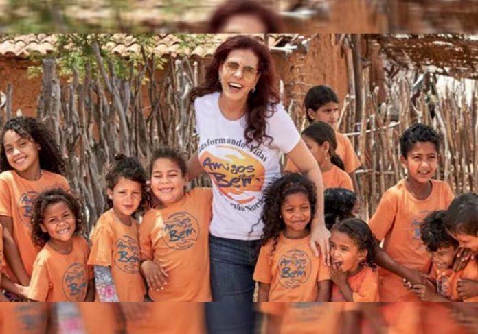 Alcione e crianças do projeto - Foto: divulgação