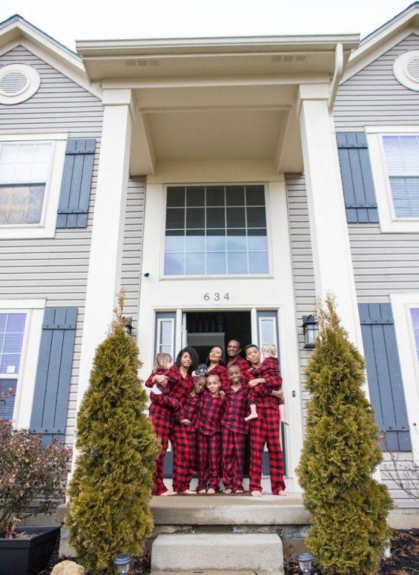 A família na porta de casa - Foto: arquivo pessoal