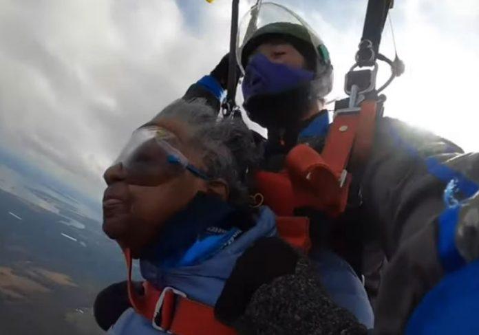 Vivian saltando de paraquedas - Foto: reprodução / WJZ