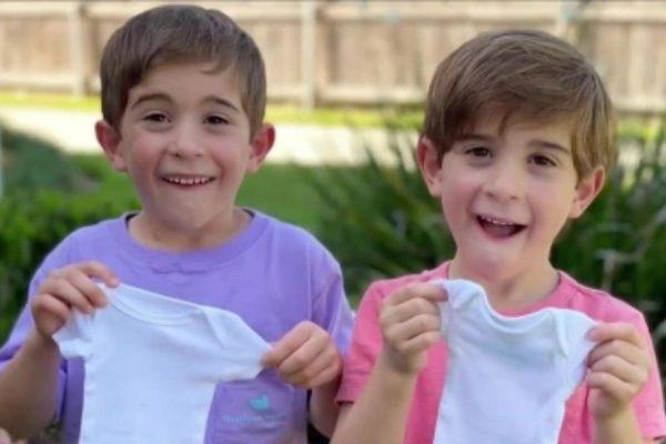Segurando as roupas das irmãzinhas - Foto: Reprodução / The Advocate
