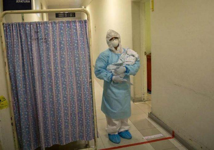 Bebê nasceu com anticorpos contra Covid-19 - Foto: reprodução / The Straits Times