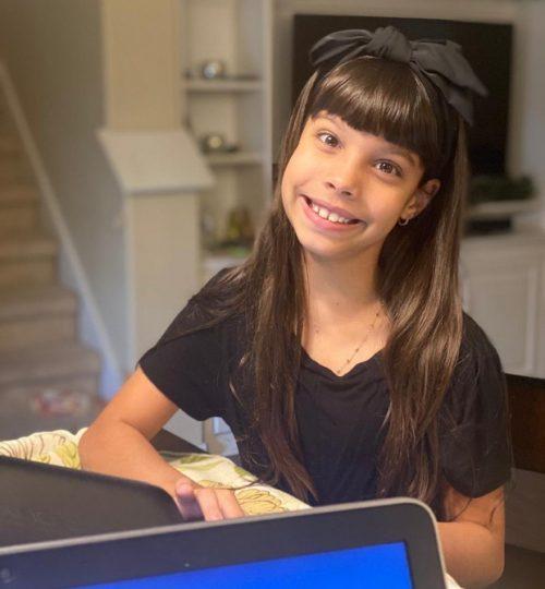Laura no computador - Foto: arquivo pessoal