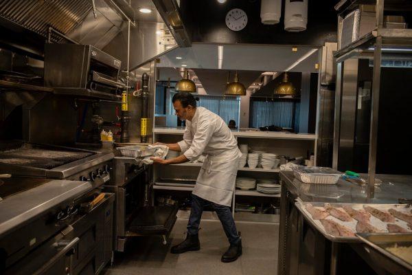 Sash no restaurante dele - Foto: reprodução / NYT