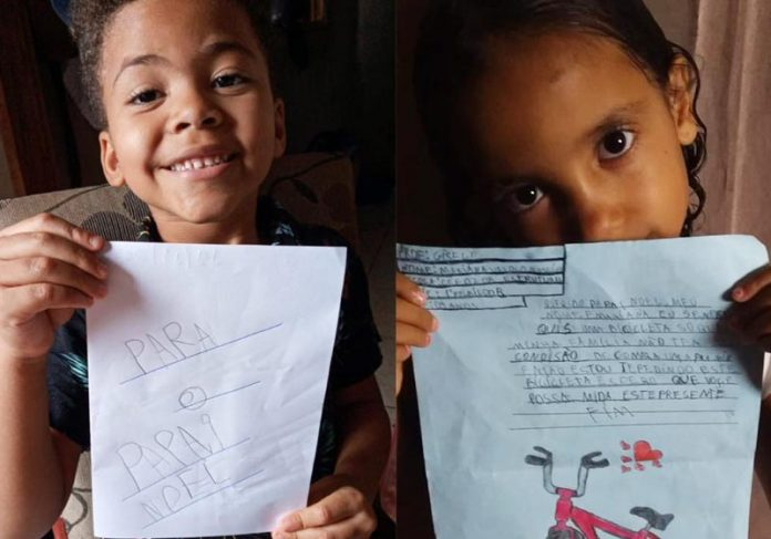 Crianças com as cartinhas - Fotos: divulgação