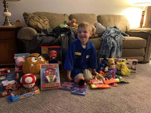 Parker em casa, com tudo que ganhou - Foto: Erika Buchholz / Facebook