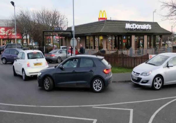 Todos os motoristas do McDonald's em Stockton-on-Tees decidiram se juntar e pagar uns pelos outrosCrédito: Evening Gazette