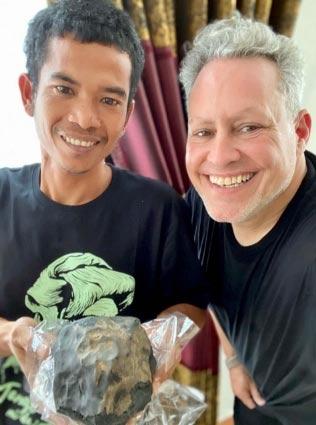 Josua e o comprador - - Foto: East News Press Agency