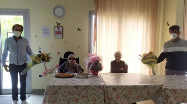 A festa das amigas centenárias - Foto: Insieme per Alta Valle Intelvi