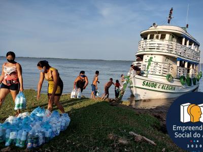Barco leva água para moradores - Foto: divulgação