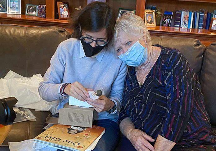 Ana Reyes e Pat Harkleroad - Foto: Kentucky Dept. of Education