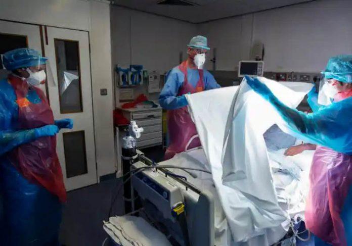 Paciente com coronavírus ventiladoFotografia: Murdo MacLeod / The Guardian