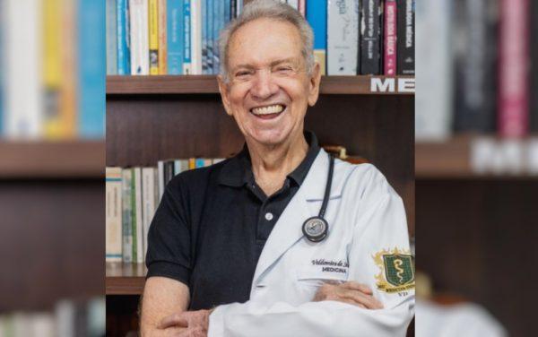 Valdomiro de Sousa em ensaio'meio médico' — Foto: Gregore Miranda/Divulgação