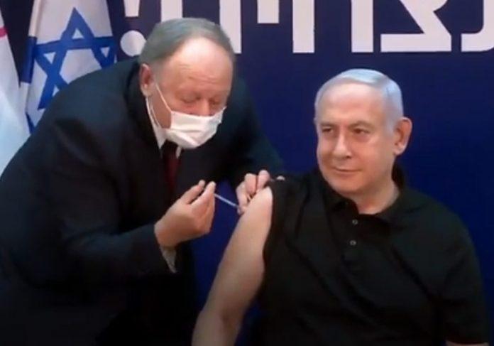 Benjamin Netanyahu é vacinado contra Covid - Foto: reprodução / Twitter