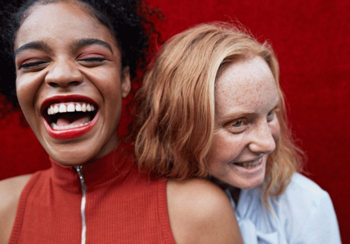 Garotas felizes - Foto: Klaus Vedfelt/Getty Images