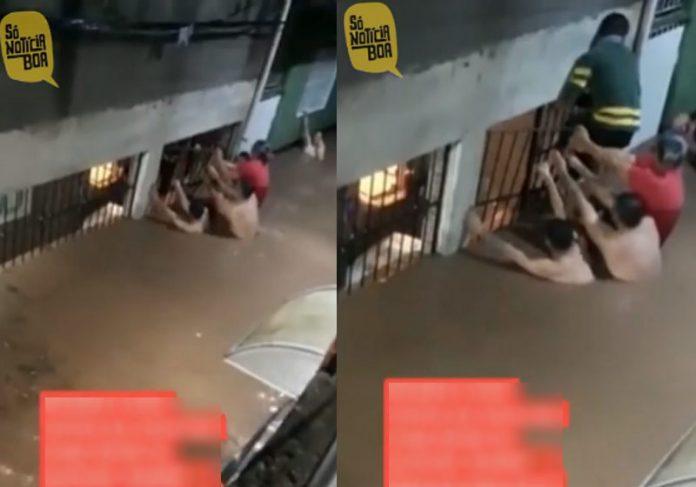 Vizinhos salvam rapaz preso na enchente - Foto: reprodução / TikTok