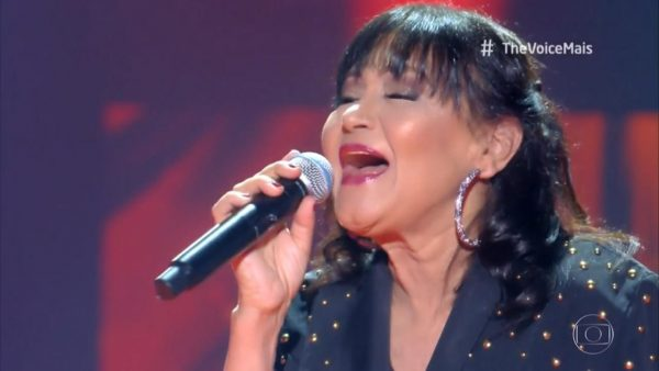 Cláudya cantando no The Voice+ - Foto: reprodução / TV Globo