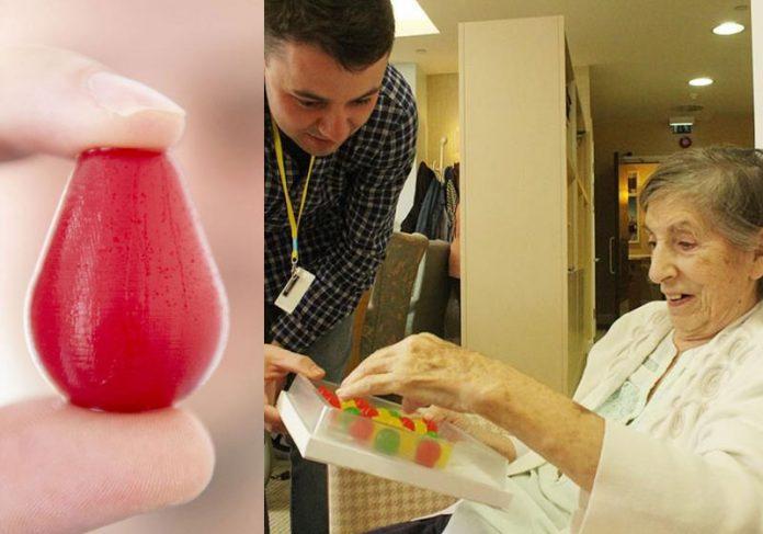 Idosa feliz ao receber gotas de gelatina - Fotos: Jelly Drops