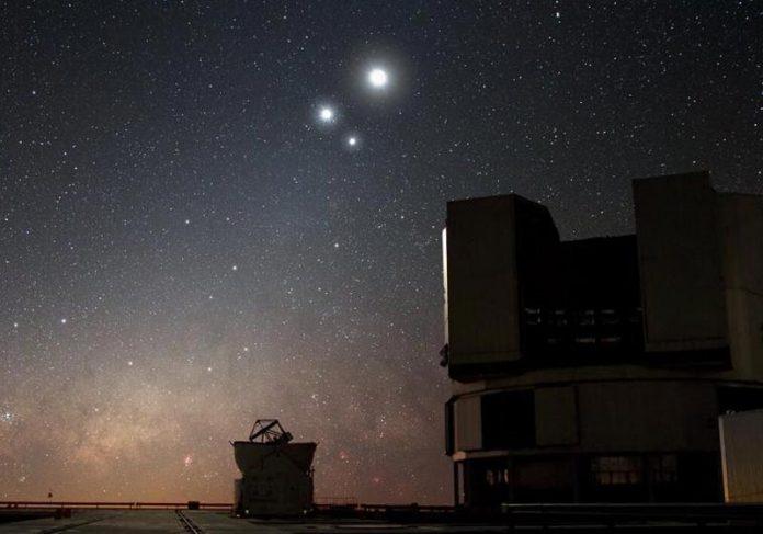 Conjunção de 3 planetas - Foto: ESO/Y. Beletsky