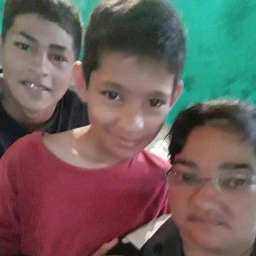 Cláudia Silva com filhos - Foto: reprodução / WhatsApp