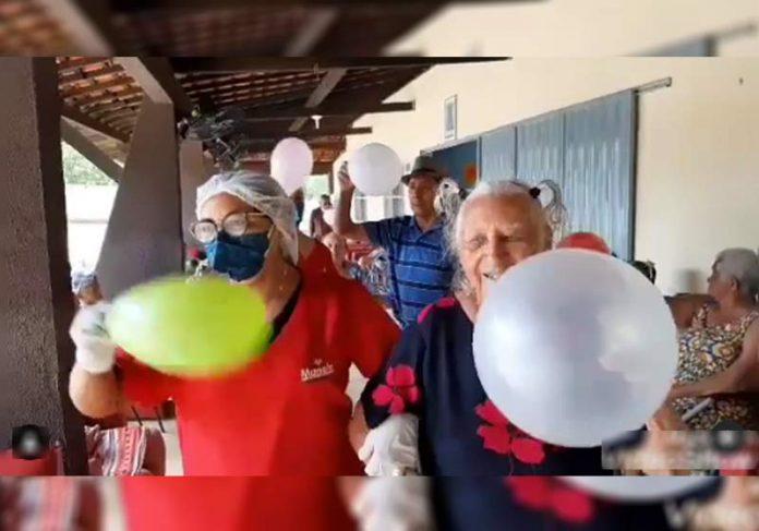 Idosos comemoram vacinação no Piauí - Foto: reprodução / Instagram