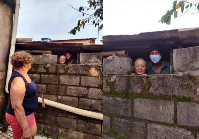 Vizinhos conversando pela janelinha feita no muro - Fotos: Taislayne Firmo dos Santos