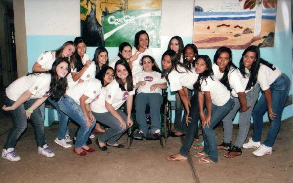 Andresa com amigas da escola - Foto: arquivo pessoal