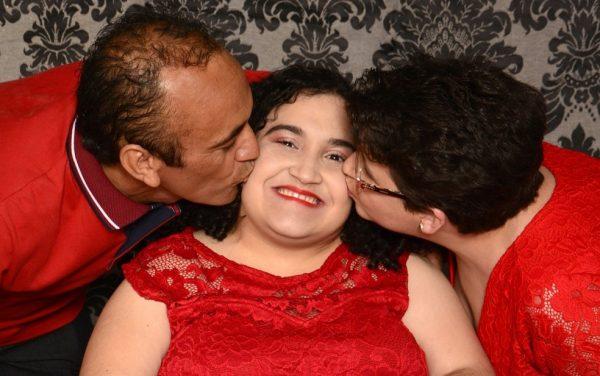 Andresa com os pais - Foto: arquivo pessoal