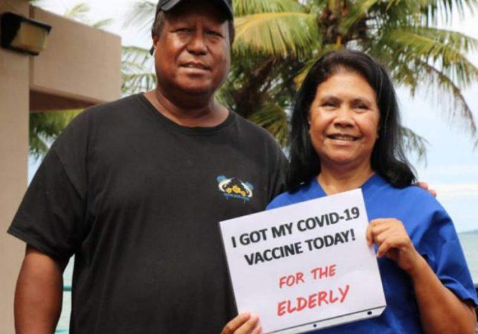 Médica recebe primeira dose da vacina contra Covid Foto: Ministério da Saúde/Palau