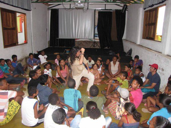 Criança em aula no projeto - Foto: divulgação