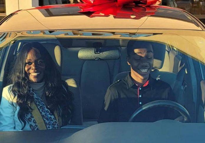 Lavonda, Jayden e o carro - Foto: reprodução / Facebook
