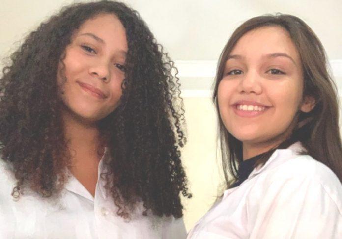 As estudantes Mariana (esq.) e Manuella Foto: Divulgação