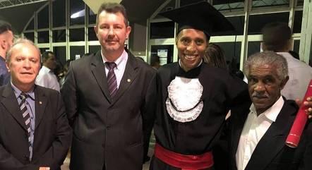 Samuel com os juízes que o apoiaram - Foto: Mirna de Moura/TJMG