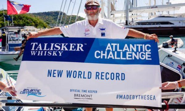 Frank com a faixa de recorde mundial - Foto: Alzheimers Research UK/PA