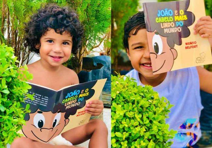 Os irmãos Benjamin e Lucas com o livro - Fotos: Júnior Carvalho