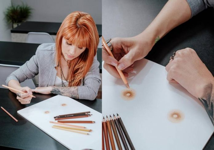 Virginia Torrent pintando mamilos no papel - Fotos: divulgação