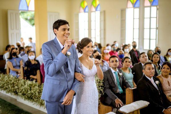 Adrielly e Adalberto na igreja - Foto: Djeison Zennon/Estúdio Casa Amarela/Divulgação