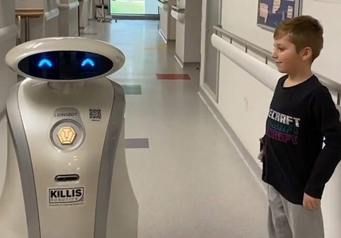 Robô Ella diverte crianças internadas - Foto: Maidstone and Tumbridge Wells NHS Trust